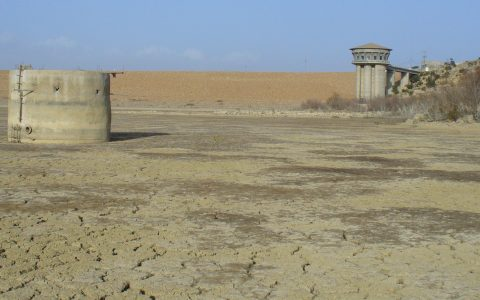 TN - The frequently dried up El Haouareb dam reservoir Merguellil catchment