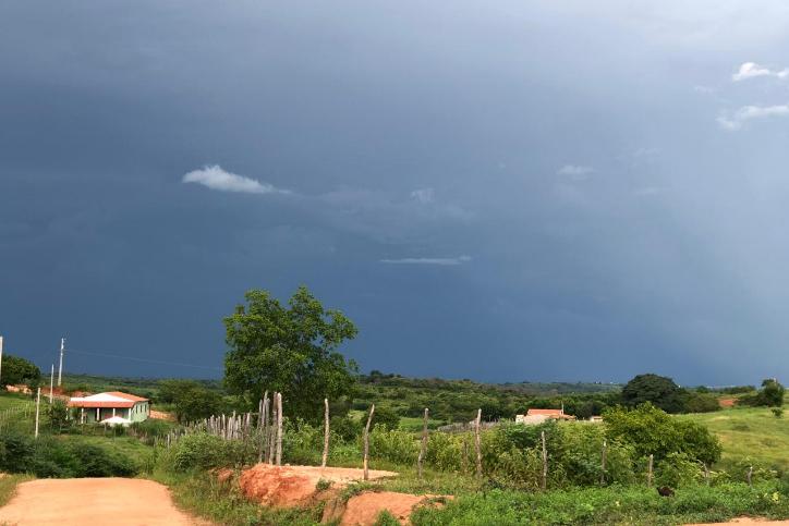 Semana começa com cenário propício a chuvas em todas as regiões do Ceará