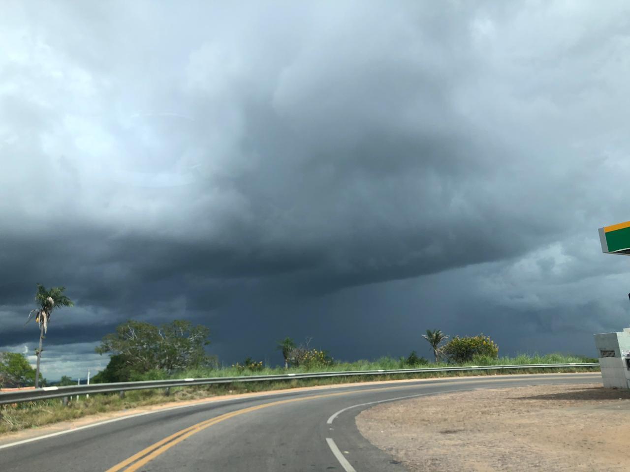 As chuvas atingiram mais de 85 municípios entre sexta e sábado (FOTO: Marciel Bezerra)