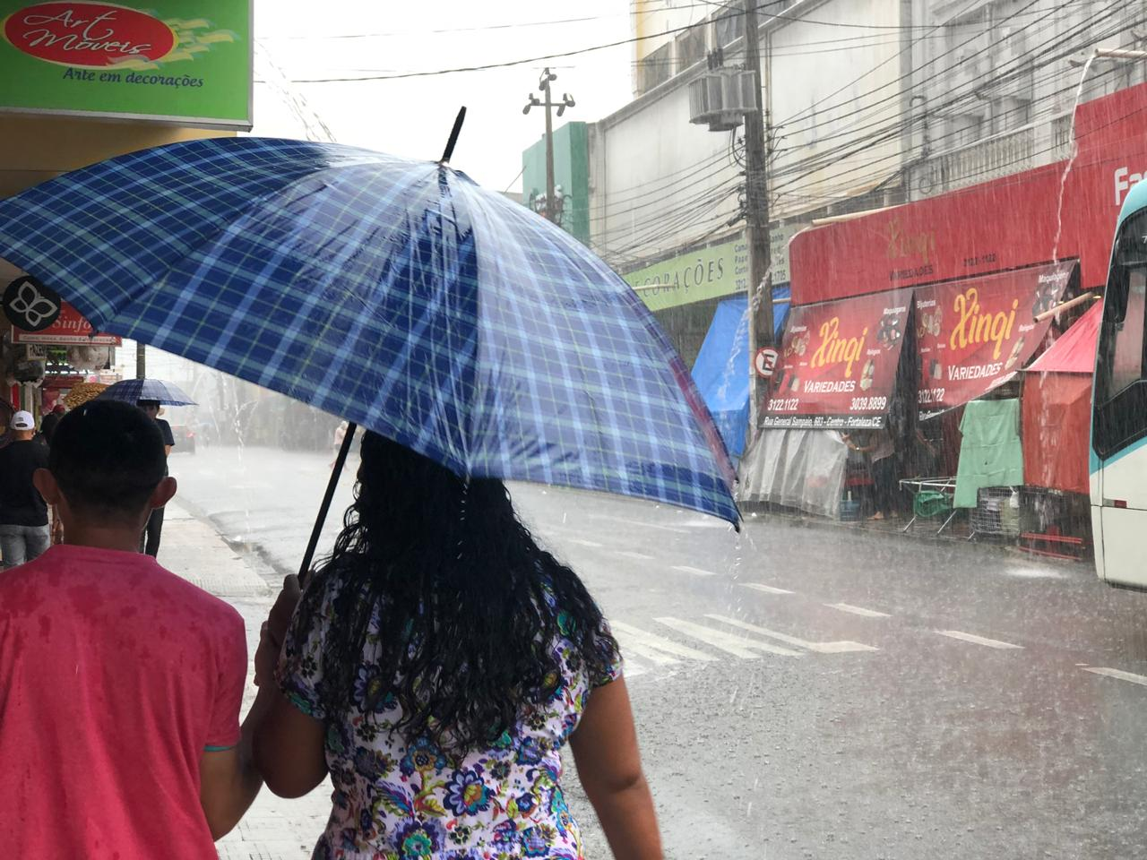 Fortaleza recebe chuvas desde o início da madrugada desta quinta-feira (FOTO: Marciel Bezerra)