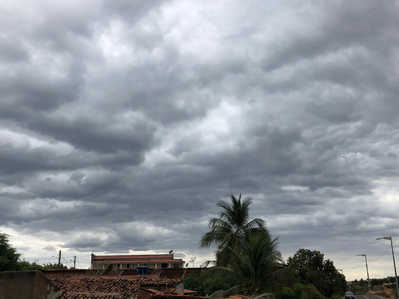 SUl do Ceará apresenta, neste momento, maior nebulosidade em relação às demais áreas do Ceará (FOTO: Marciel Bezerra)