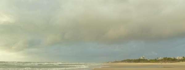 No litoral, a chuva passou de forma leve nas primeiras horas da madrugada (FOTO: Hernando Leitão)