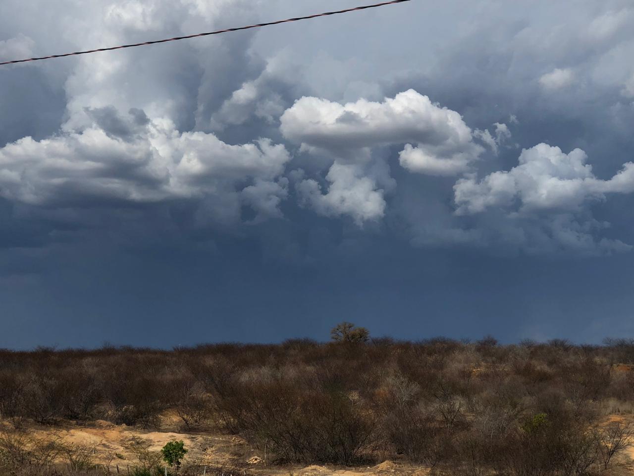 Cariri, Inhamuns, litorais de Fortaleza e Pecém seguem com tendência de chuvas até esta terça