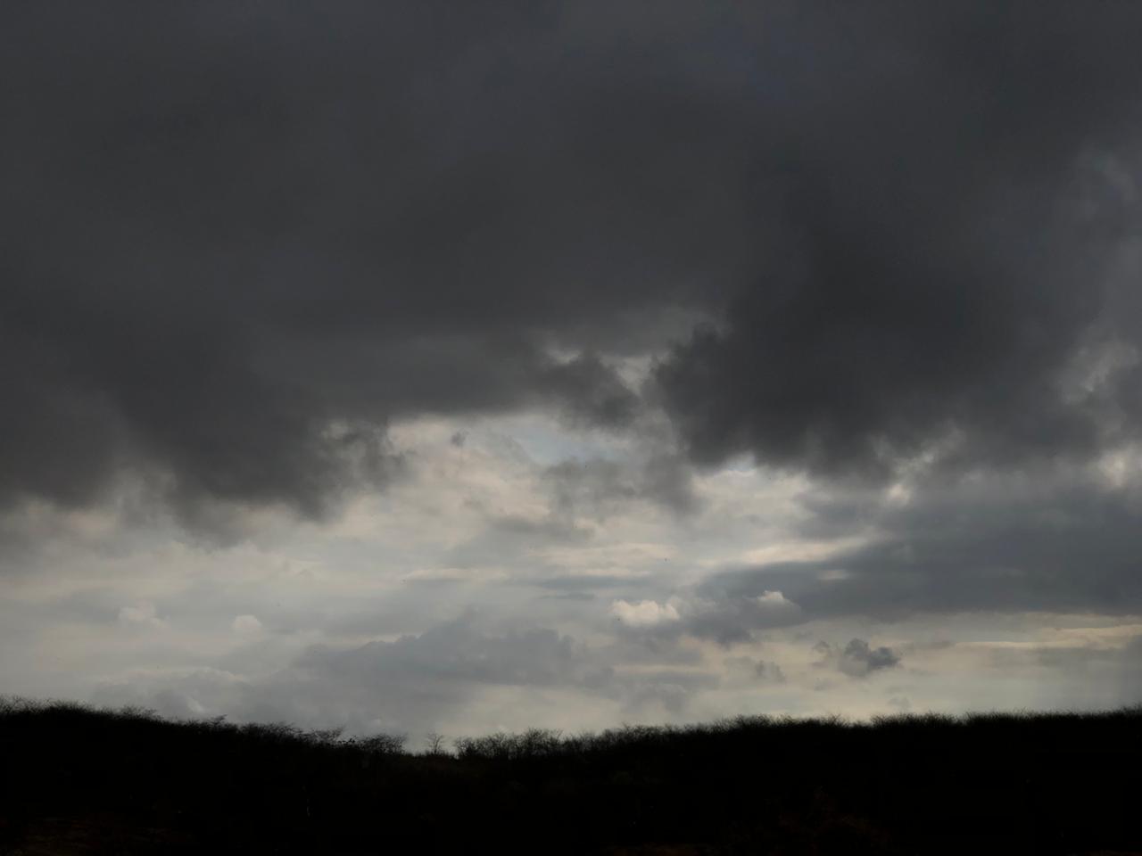 Cariri e o litoral de Fortaleza estavam sob previsão nesta quarta (FOTO: Marciel Bezerra))