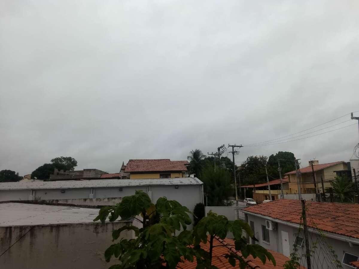 Céu deve permanecer parcialmente nublado em áreas do litoral (FOTO: Felipe Lima)