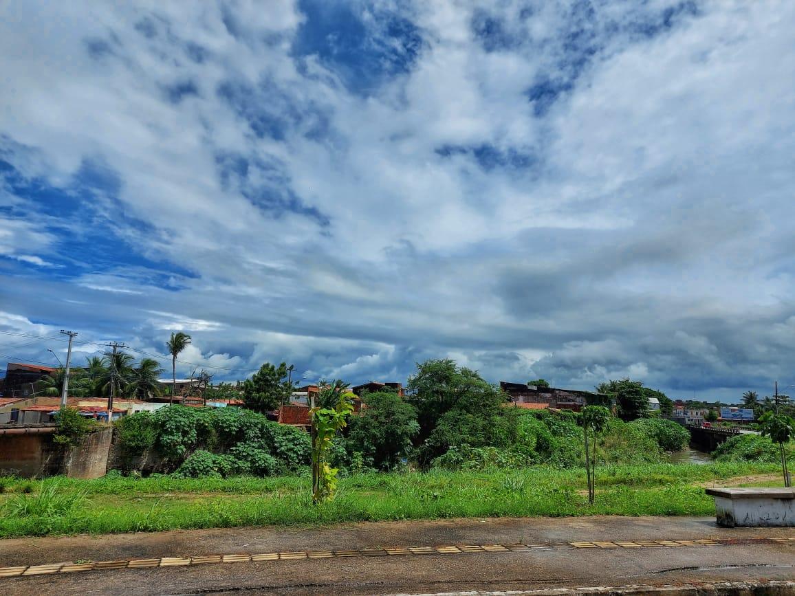 A Funceme indica para esta sexta-feira um cenário favorável ao predomínio de nebulosidade variável em todo o estado, com chuvas isoladas na faixa litorânea, Maciço de Baturité e Jaguaribana (FOTO: Sávio Sampaio)