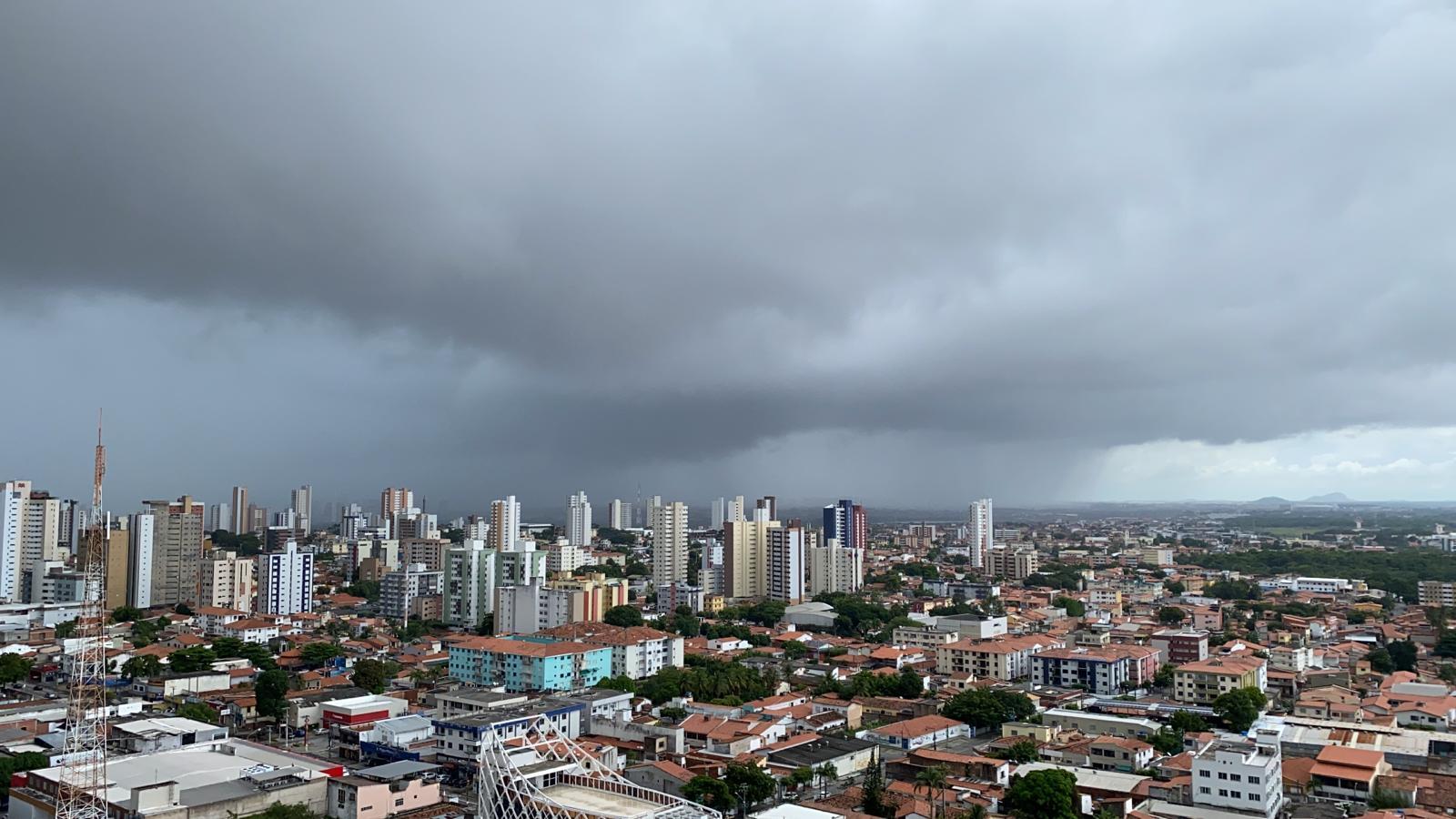 No ínicio deste fim de semana, Fortaleza apresentou chuvas generalizadas (FOTO: Sônia Marinho)