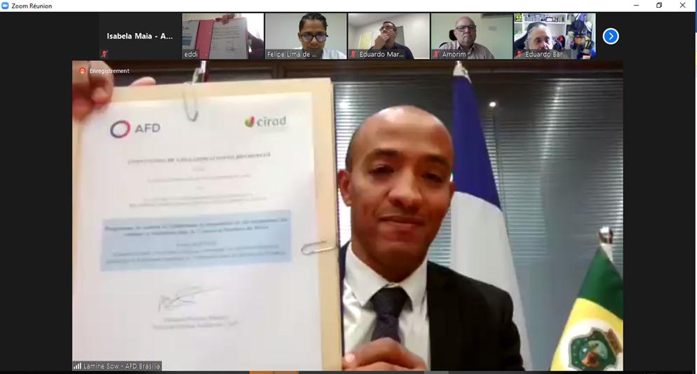 Lamine Sow, diretor-adjunto da AFD no Brasil, apresentou assinatura do documento (FOTO: Reprodução)