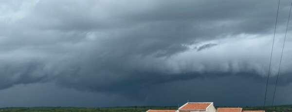 Ao longo desta sexta, as precipitações começaram cedo e seguem até a noite (FOTO: Marciel Bezerra)