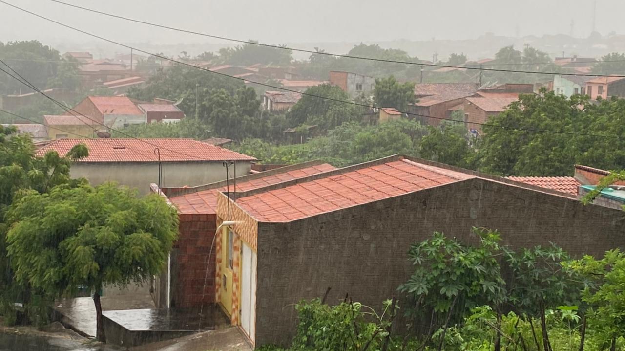 Precipitações foram generalizadas, porém, pouco expressivas (FOTO: Marciel Bezerra)