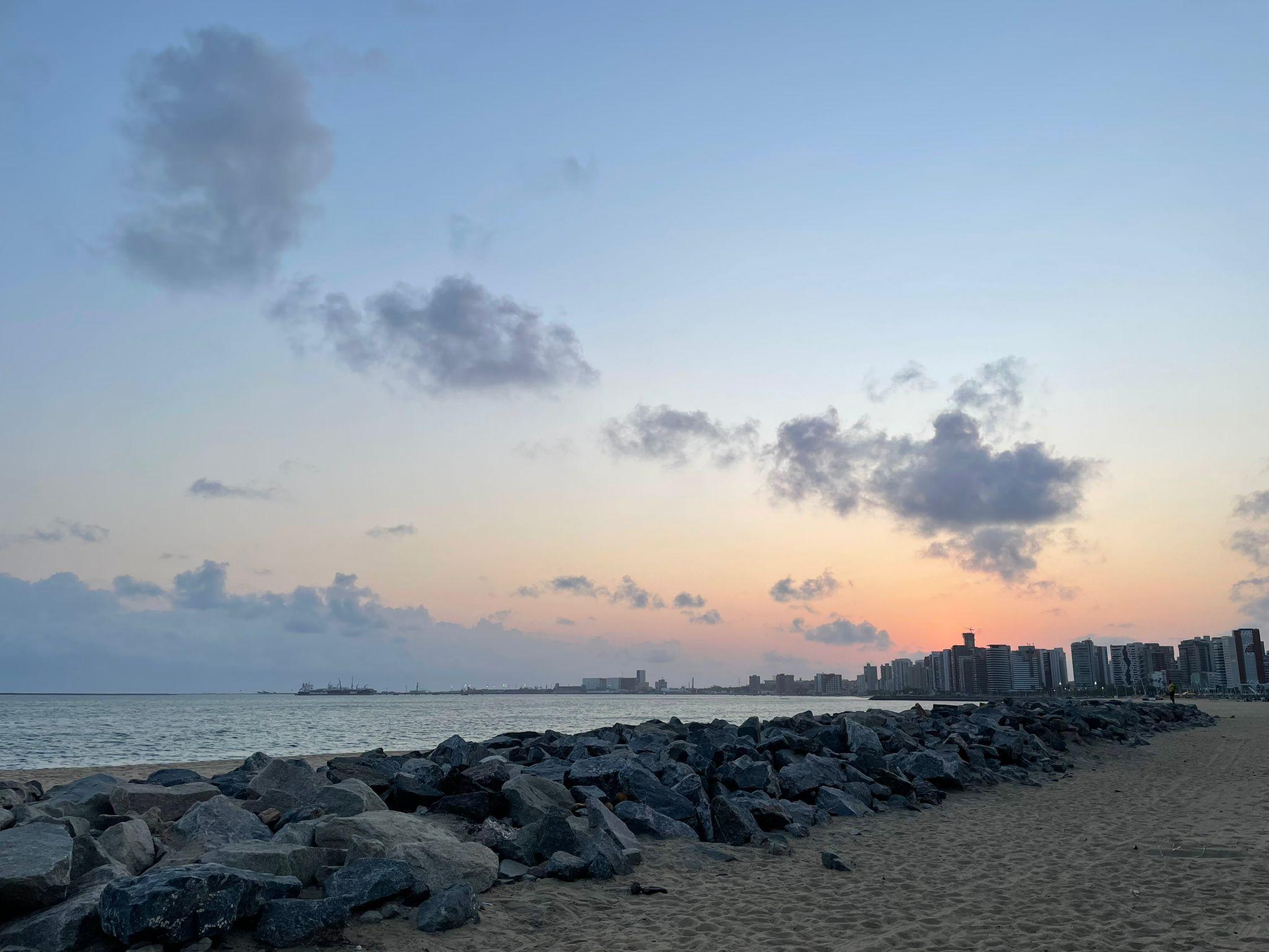 Em Fortaleza, o dia amanhaceu nublado e com precipitações pontuais (FOTO: Cydney Seigerman)